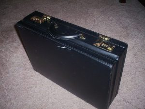 1024px-Briefcase-photo